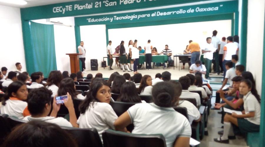 Alumnos del Cecyteo reciben Becas Bienestar | El Imparcial de Oaxaca