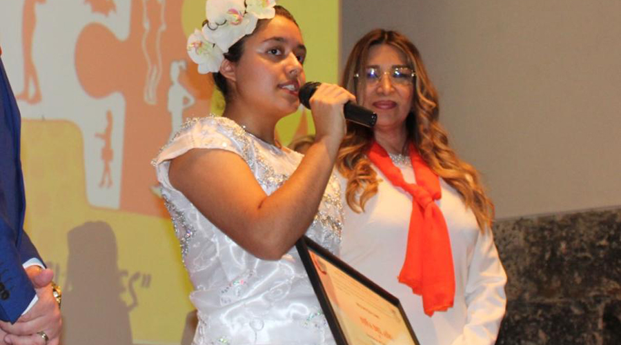 Condecoran a la soprano Fany Leyva