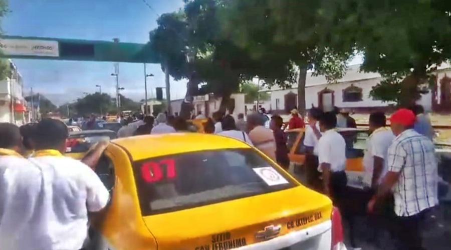 Marchan taxistas para exigir ampliación de concesiones
