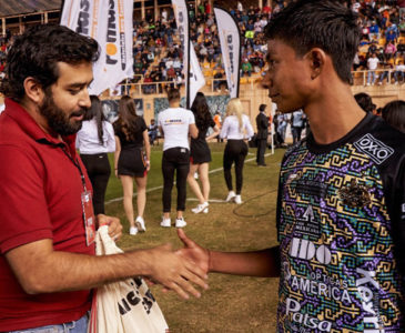 Alebrijes de Oaxaca apoyan a estudiante
