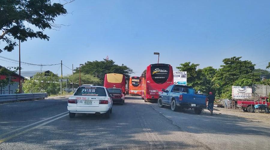 Disputa entre autobuses transístmicos y turísticos