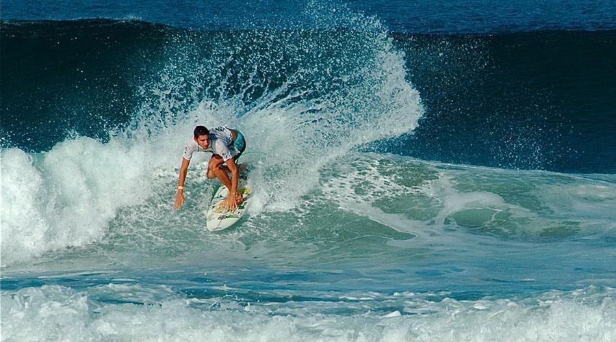Reencuentro de pioneros del  surf afectado por malos olores