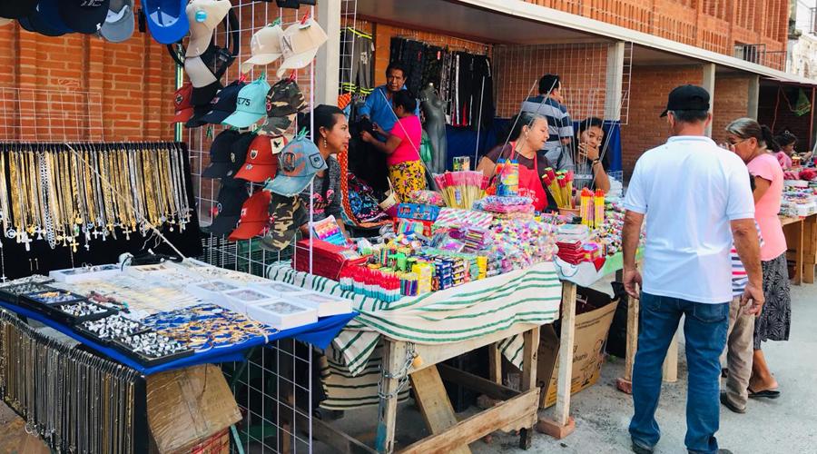 Venta de cohetitos, un riesgo para la población en Juchitán