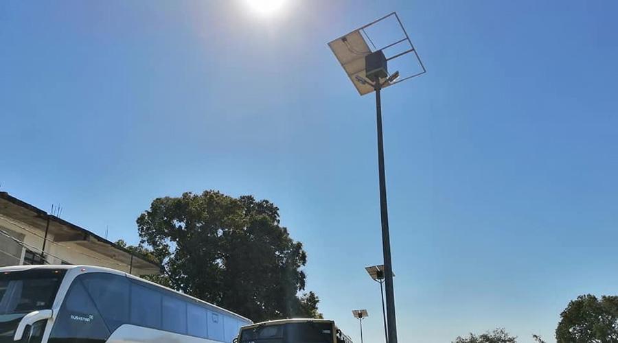 Fuertes vientos desprenden algunos paneles solares en Salina Cruz