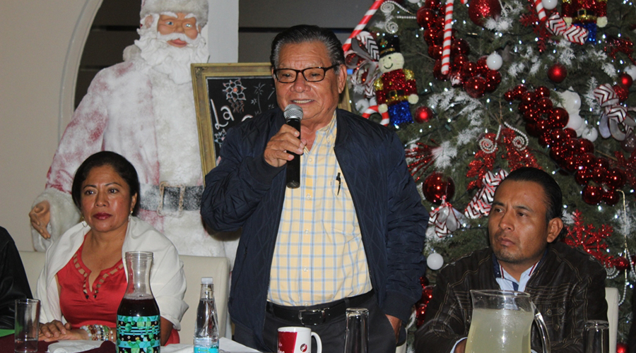 Edil de Huajolotitlán toma protesta a consejo