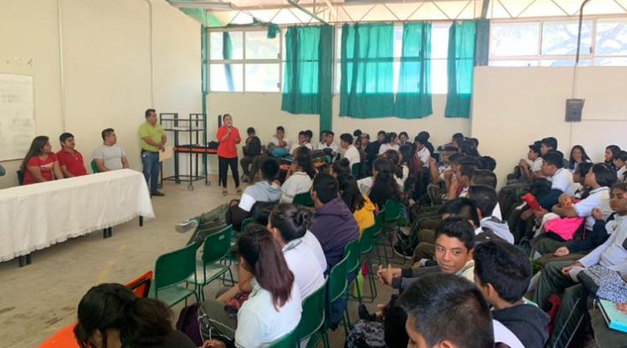 Dan pláticas sobre violencia en el noviazgo en Tecomavaca | El Imparcial de Oaxaca