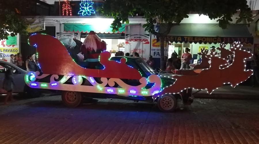 Llega Santa Claus a Puerto Escondido