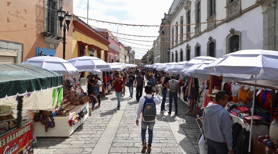 Ambulantes tapizan el Andador Turístico