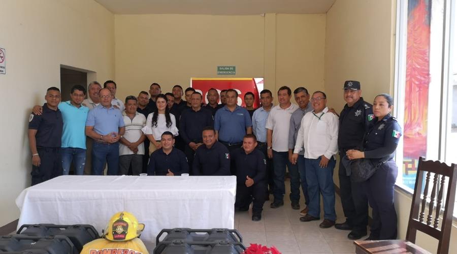 Bomberos de Juchitán reciben equipos de respiración autónomos