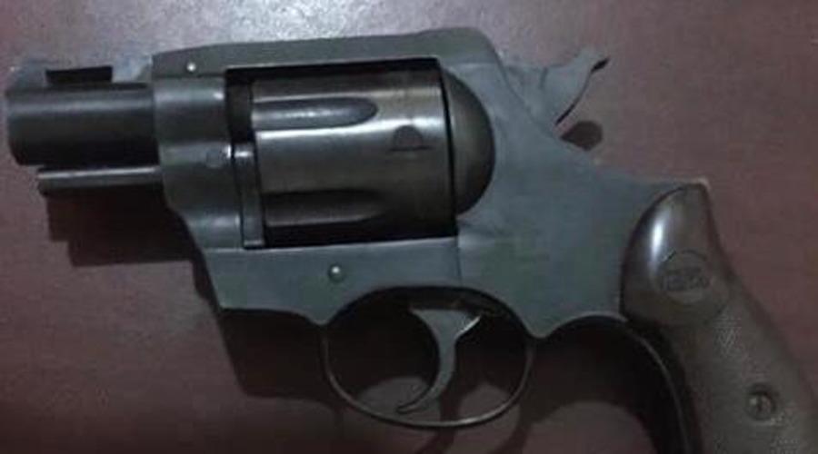Caen dos con arma de fuego