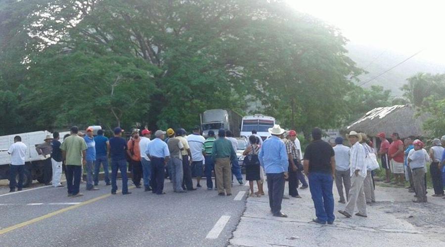 Habitantes de Santiago Astata exigen anulación de elecciones