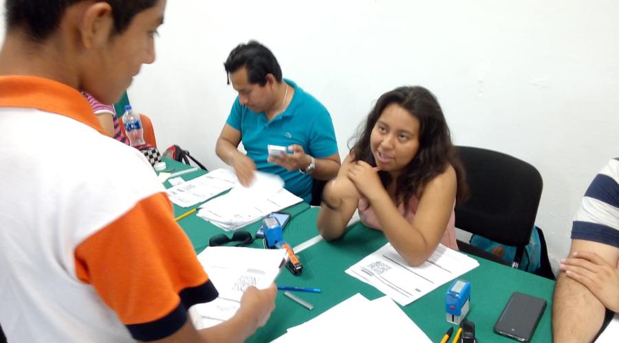 Alumnos de Puerto reciben becas Bienestar | El Imparcial de Oaxaca