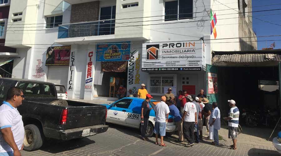 Toman oficinas de Gobierno en Pinotepa