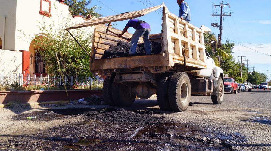 No hay asfalto para reparar las calles