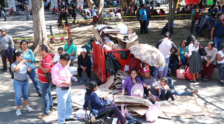 Tras concluir protesta, el Zócalo luce semi-despejado | El Imparcial de Oaxaca