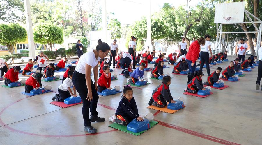 Con enseñanza de RCP en escuela, celebran el Día de los Voluntarios | El Imparcial de Oaxaca