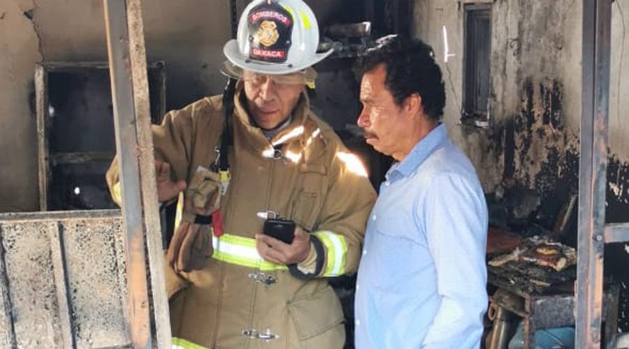 Fuego arrasa con vivienda