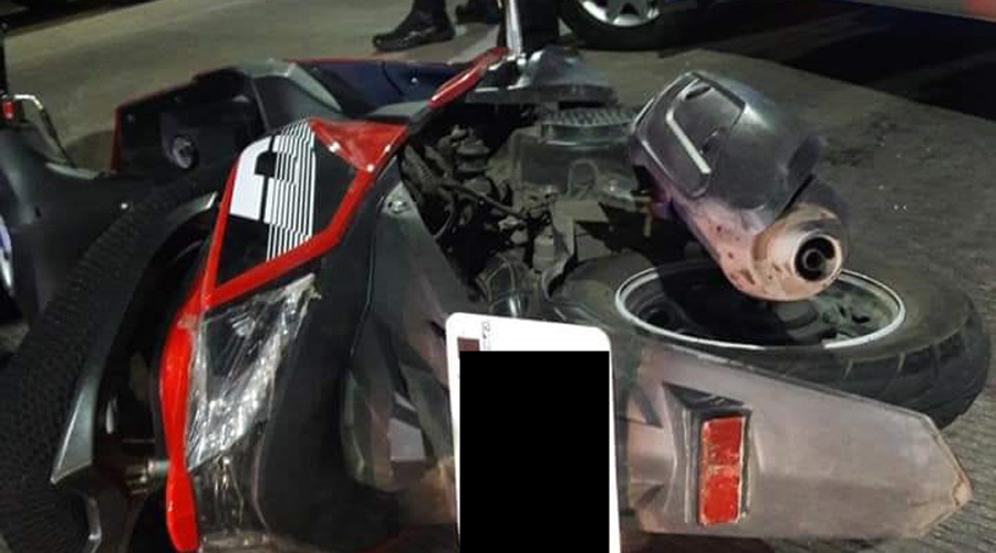 Taxista le corta el paso a motociclista