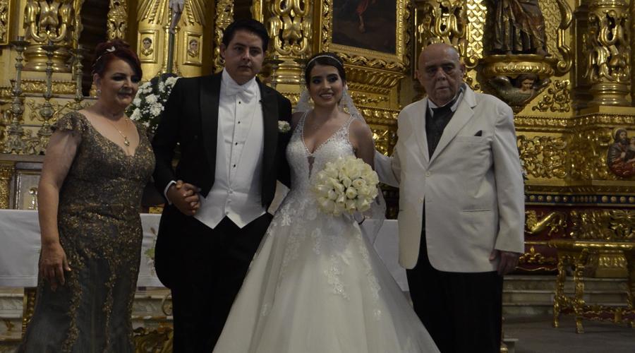 Ana Lilia y Armando caminaron al altar del templo de Santo Domingo