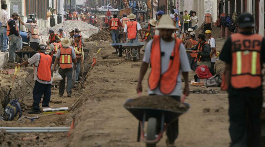 Con trabajos indignos, 88 por ciento de los capitalinos