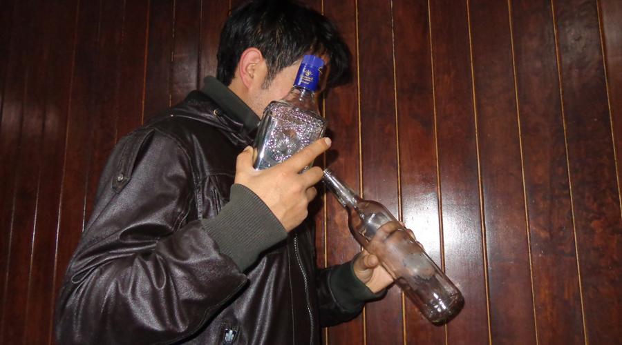Aumenta alcoholismo en los migrantes