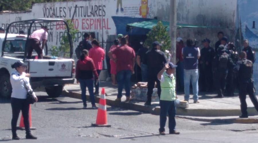 Desalojan a ambulantes en Salina Cruz