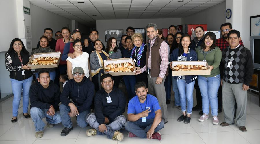 Parten la tradicional Rosca de Reyes en El Imparcial