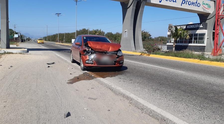 Aparatosa colisión en Salina Cruz