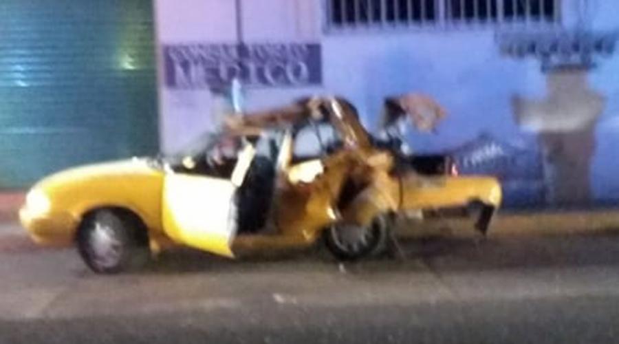2 lesionados deja choque entre taxi y camioneta
