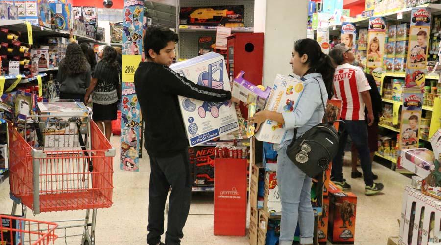 Todo está caro, pero es por los hijos en el Día de Reyes