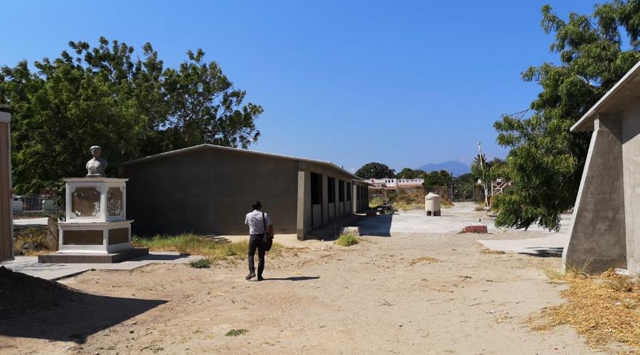 Clausuran reconstrucción de escuela en Ixtaltepec