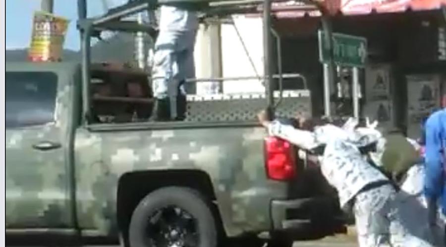 Falla camioneta de la Guardia Nacional