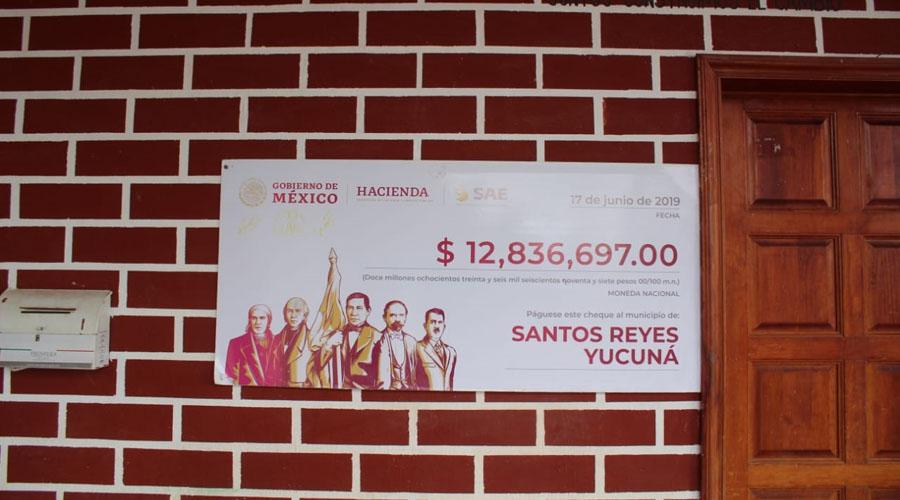Ofrece AMLO 'cartera abierta' a Yucuná