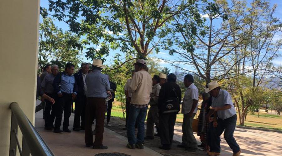 Por defender sus tierras están en líos en Cuilápam