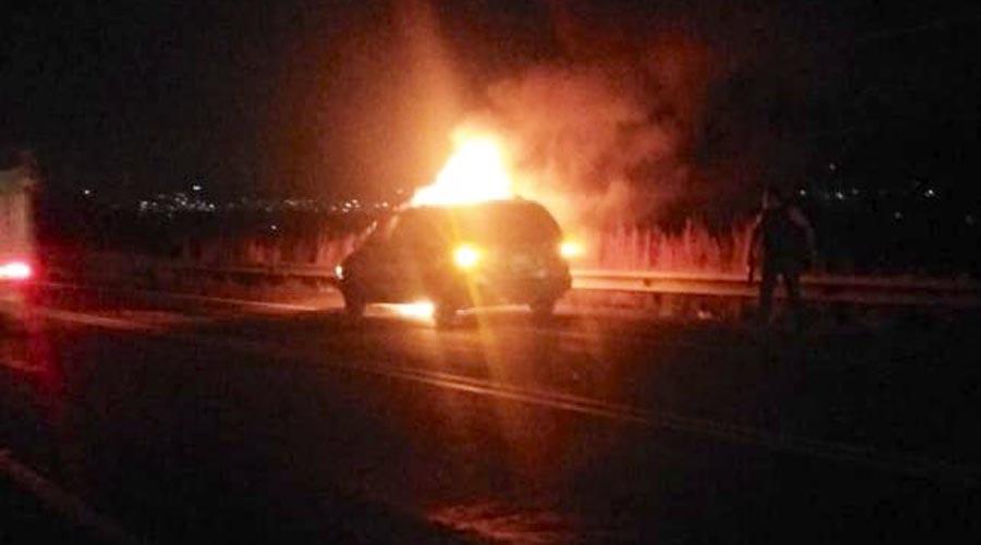 Se incendia vehículo   El Imparcial de Oaxaca