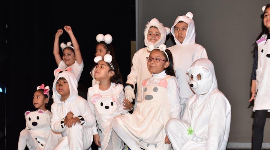 Alumnos y maestros del Colegio Educativo de Antequera celebra la navidad