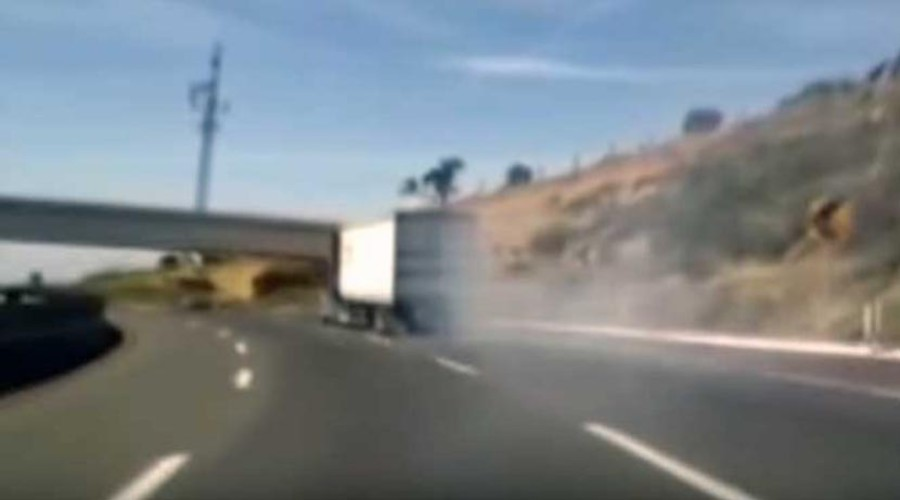 Video: Tráiler sin frenos a punto de chocar en la México-Puebla | El Imparcial de Oaxaca