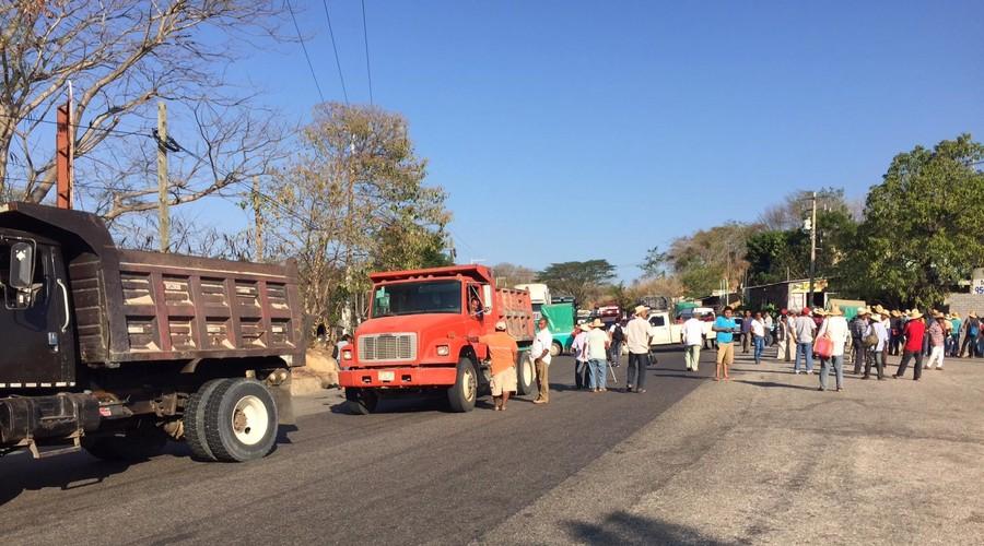 Bloquean carretera federal por construcción de muro | El Imparcial de Oaxaca