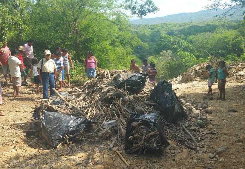 En Puerto Escondido limpian playa y ensucian colonia | El Imparcial de Oaxaca