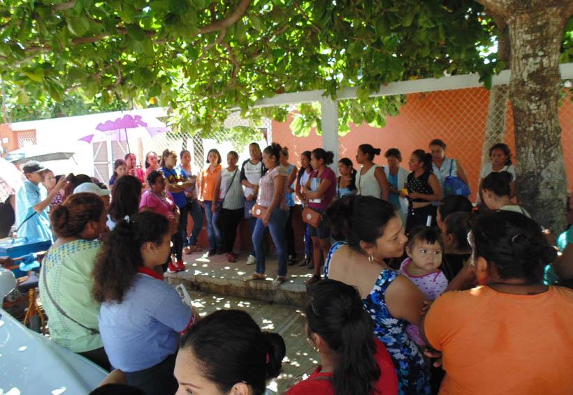 En el Istmo mamás truenan contra  directora de kinder   El Imparcial de Oaxaca