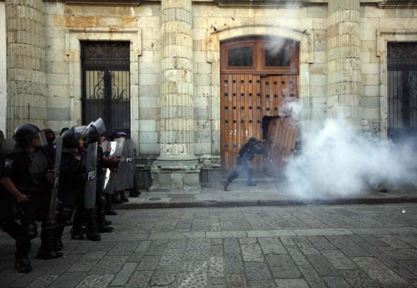 Porros agreden a estudiante en examen de ingreso a Derecho de la UABJO | El Imparcial de Oaxaca