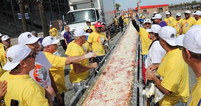 Casi 2 kilómetros mide la pizza más larga del mundo | El Imparcial de Oaxaca