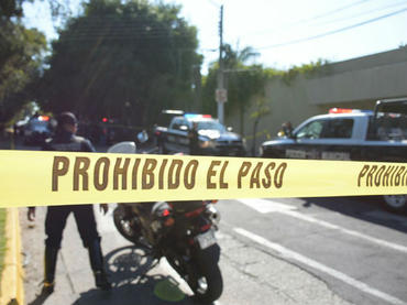 Hombres armados asaltan banco   El Imparcial de Oaxaca