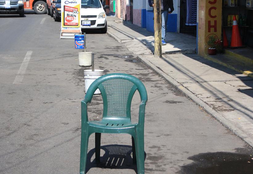 Video: Apartar lugares de estacionamiento va contra las reglas de vialidad en Oaxaca   El Imparcial de Oaxaca