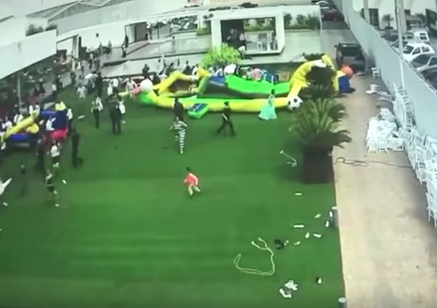 Video: Ráfaga de viento 'arrastra' niños e inflables | El Imparcial de Oaxaca
