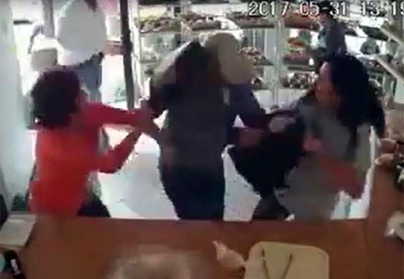 Video: A bolsazos se defiende de asalto en pastelería   El Imparcial de Oaxaca