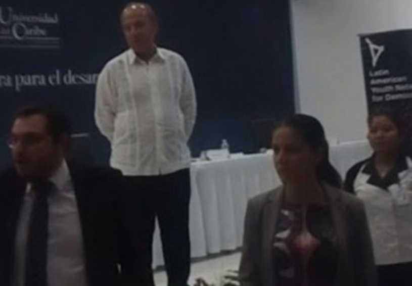 Video: '¡Asesino, asesino!', los gritos a Calderón en Cancún | El Imparcial de Oaxaca