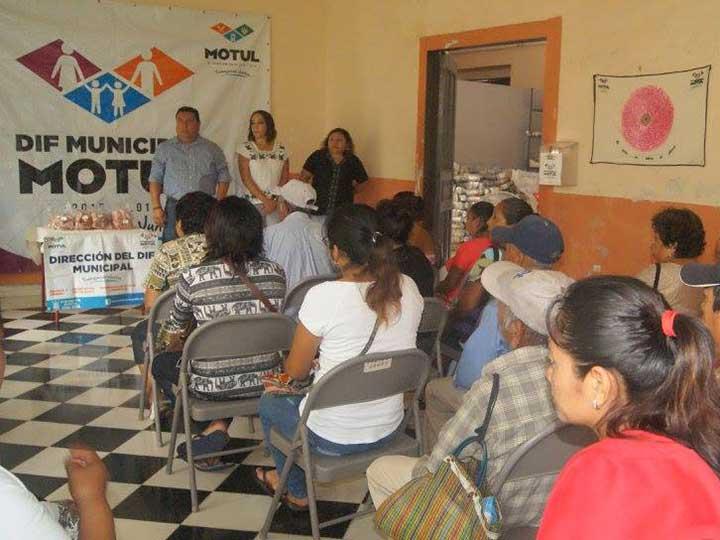 Alcalde entrega 'huesitos con carne' en Yucatán; le llueven críticas   El Imparcial de Oaxaca