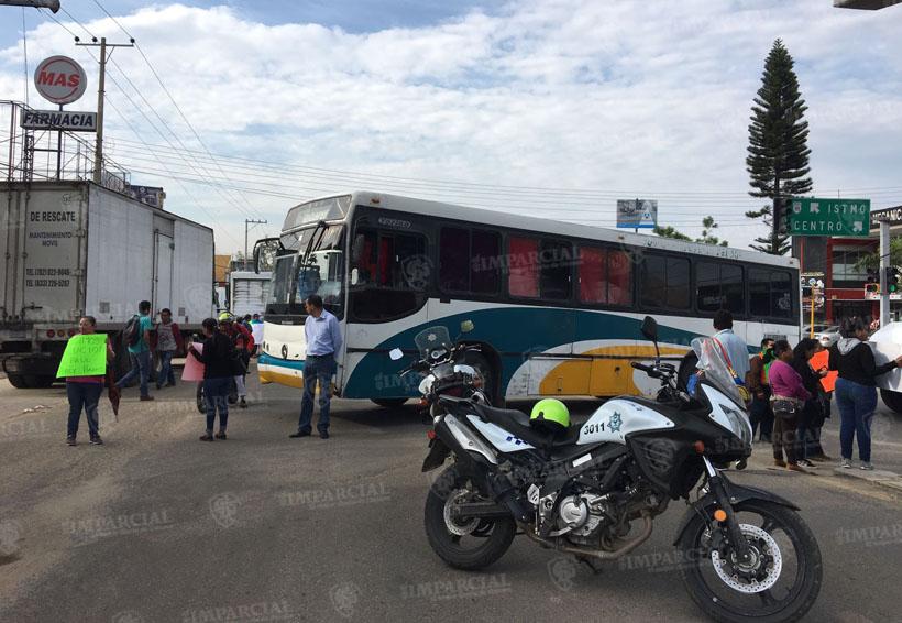 Bloqueo en el crucero de Monumento a la Madre   El Imparcial de Oaxaca
