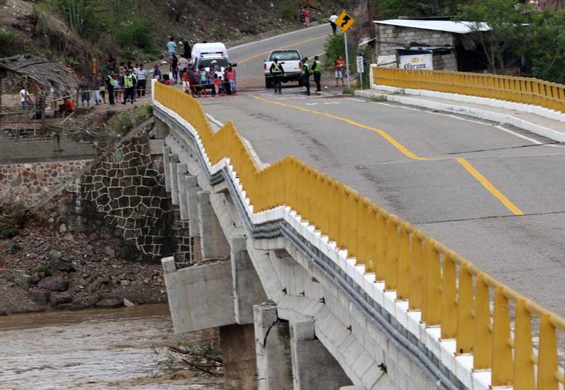 Mantiene SCT tránsito parcial en el puente Tequisistlán | El Imparcial de Oaxaca